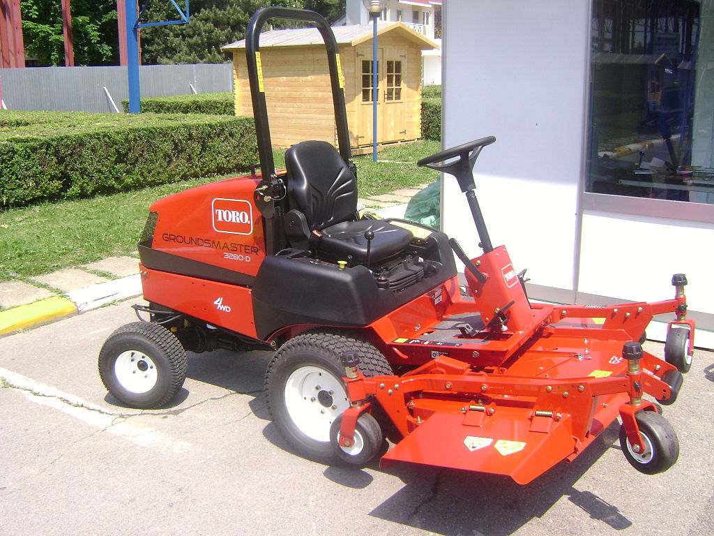 1024px-TORO_Groundsmaster_3280-D_all-purpose_mower_at_Construct_Expo_Utilaje_2010