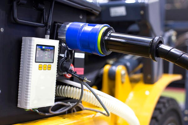 Recharging-electric-forklift
