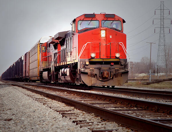 railroad-locomotive-pulling-out-of-detroit