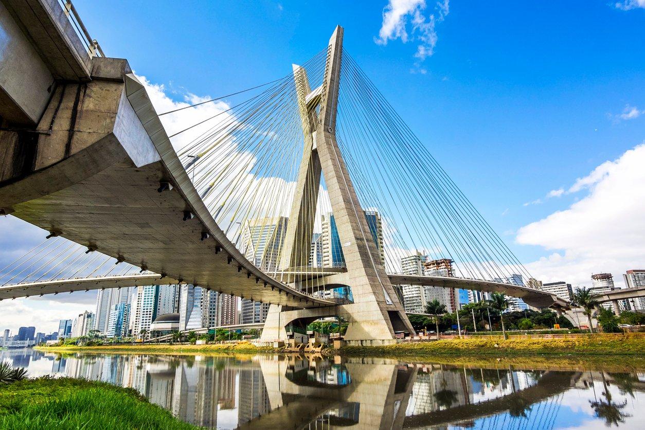 Estaiada-cable-stayed-bridge