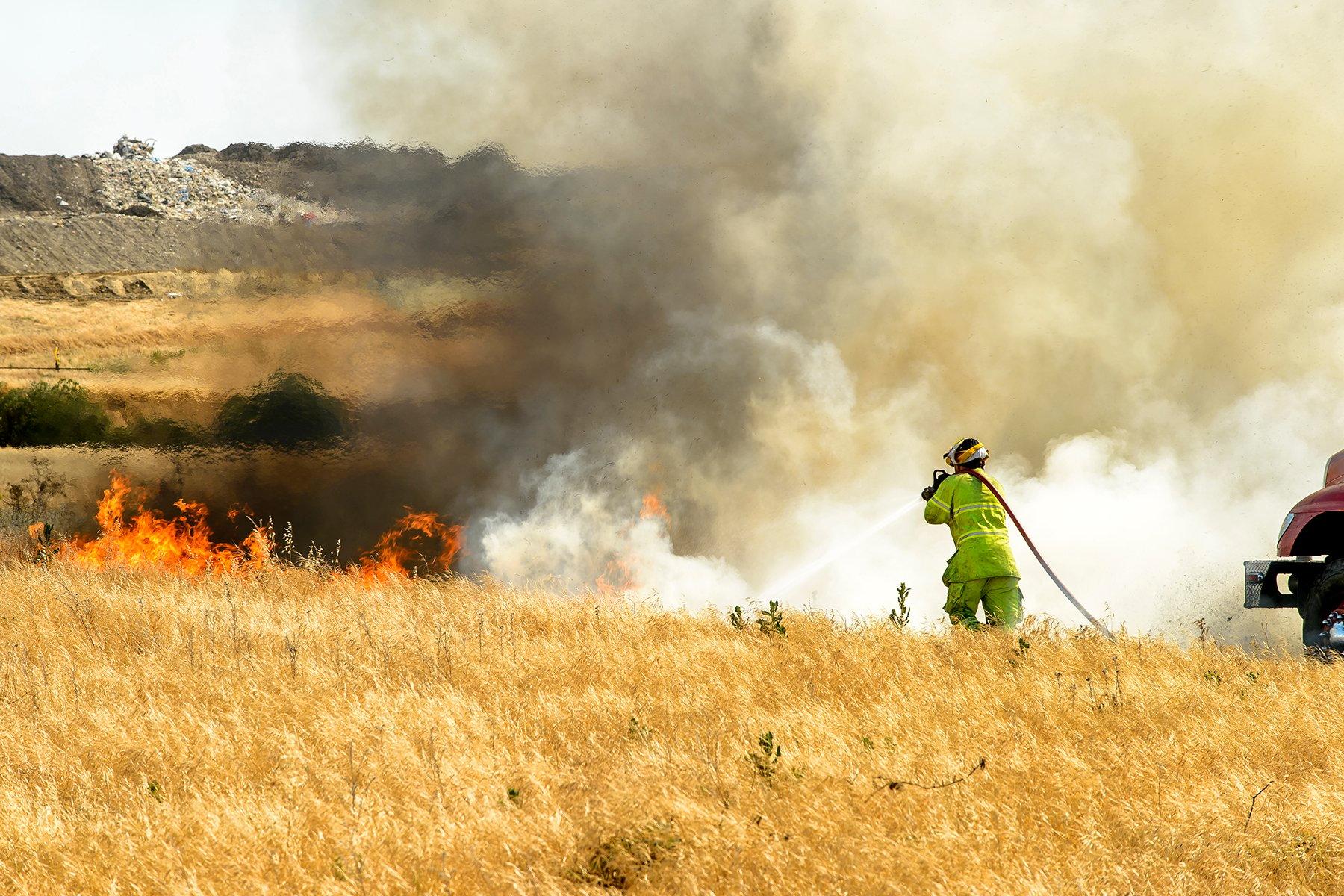 fighting-grass-fire